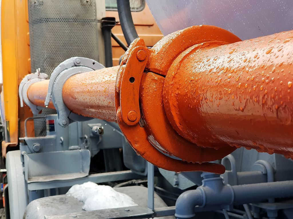 The use of lever couplings in pipelines for concrete pumping 03