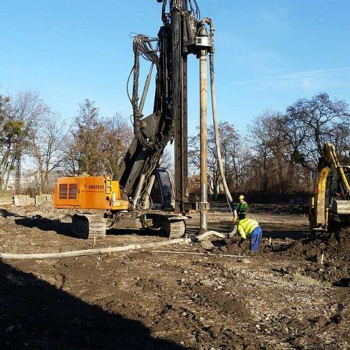 Stationary concrete pump on the construction site 02